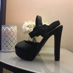 Nina(Brand) Black Satin Pumps